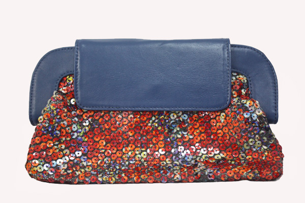 9c7732c39 Tem bolsa em couro pras mães estilosas carregarem os apetrechos dos bebês,  smart bags em náilon pra organizar a bolsa, ...