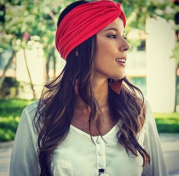 01bc51131 Para prender o cabelo de uma forma bem original, a Flor de Lichiia tem os  produtos certos. Turbantes, lenços, presilhas, tiaras são a especialidade  da marca ...
